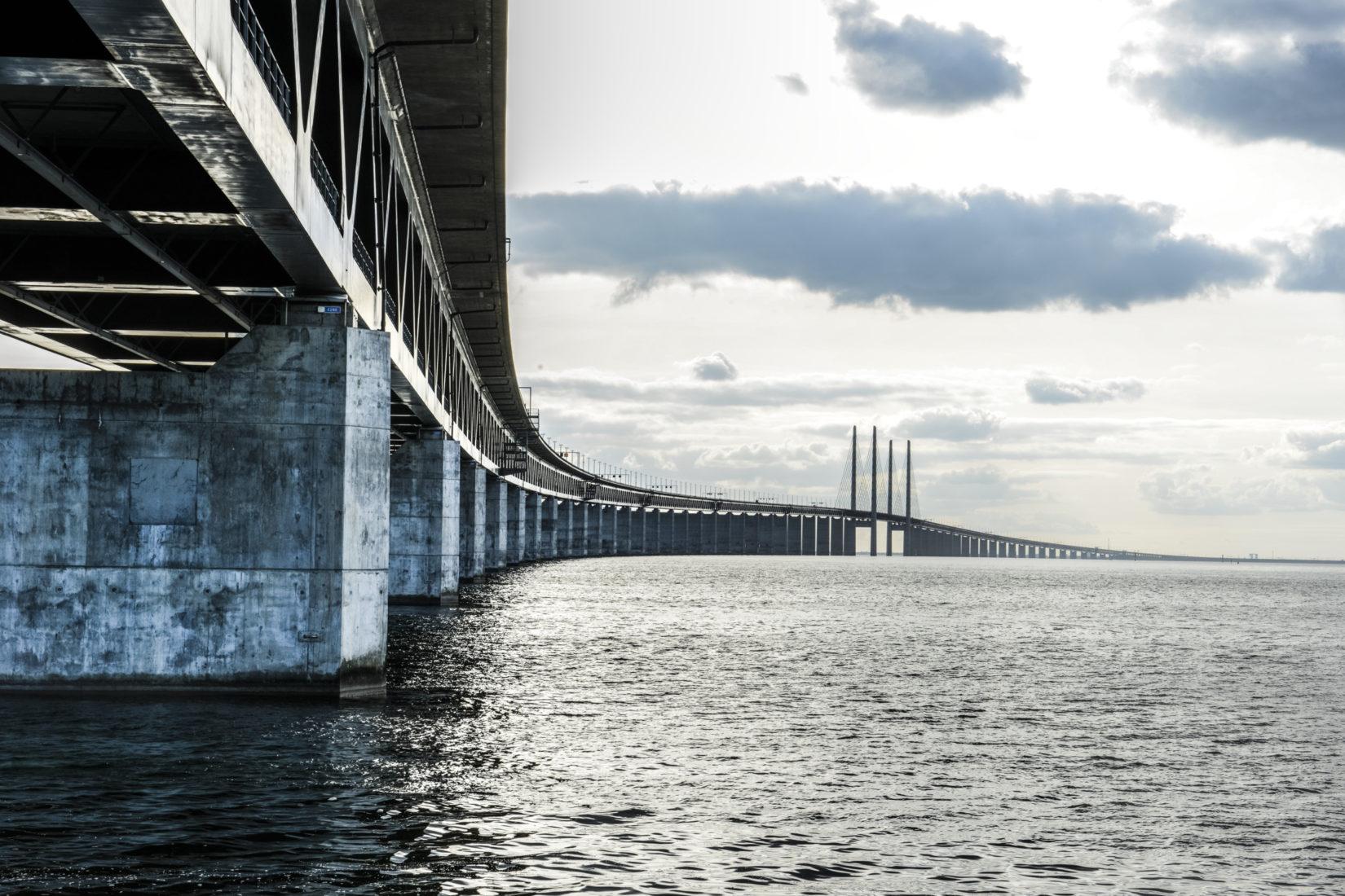 En bro över vatten