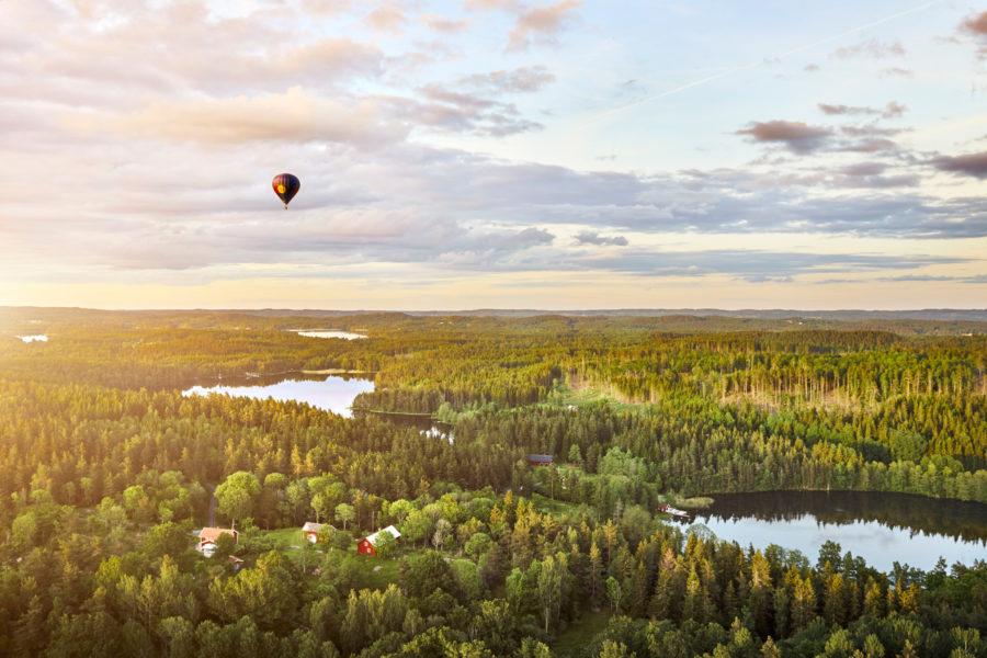 Luftballong flyger över Småland